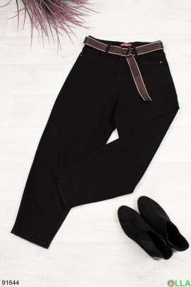 Женские черные джинсы-бананы с ремнем