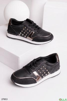 Кроссовки черного цвета с заклепками