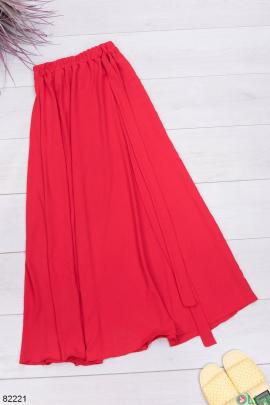 Женская красная юбка с поясом