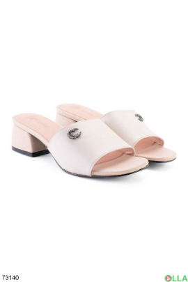 Женские бежевые шлепанцы на каблуке