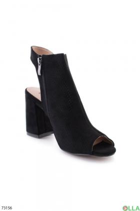 Женские черные босоножки на каблуке