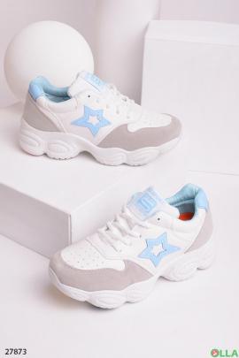 Белые кроссовки с серыми вставками
