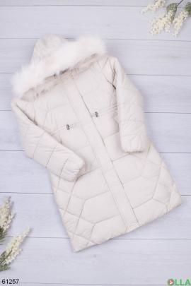 Женская зимняя куртка молочного цвета