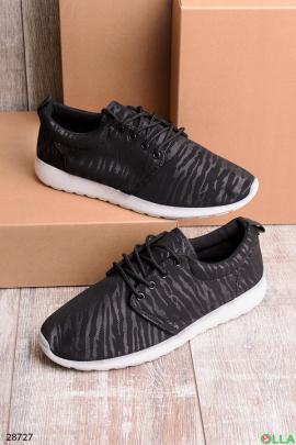 Черные кроссовки с полосками