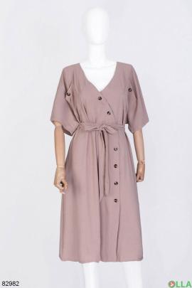 Женское бежевое платье на пуговицах