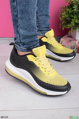 Женские черно-желтые кроссовки на шнуровке