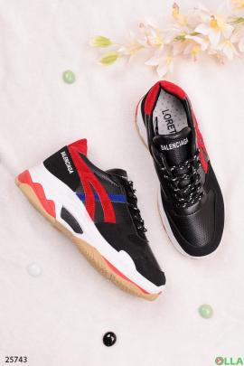 Черныее с красным кроссовки