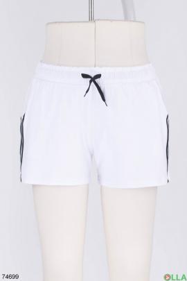Женские белые спортивные шорты