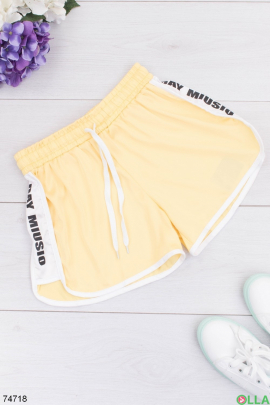 Женские желтые спортивные шорты
