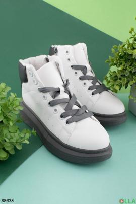 Женские серо-белые ботинки на низком ходу