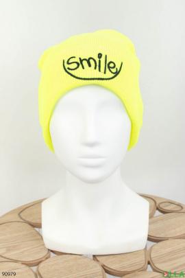 Женская желтая шапка с надписью