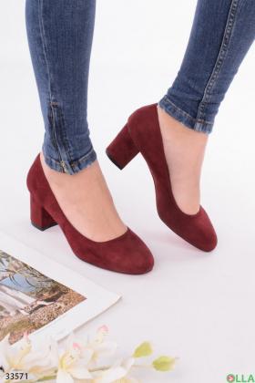 Бордовые туфли на  каблуке