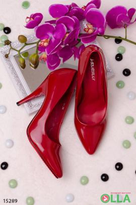 Лаковые туфли на шпильке