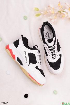 Черные с белым кроссовки