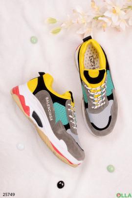 Спортивные разноцветные кроссовки