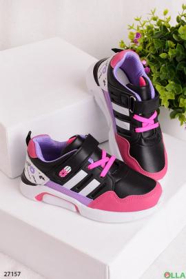 Черные кроссовки с белыми полосками
