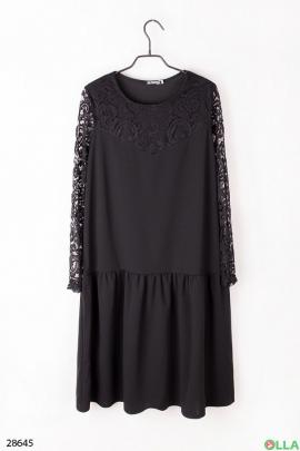 Платье черного цвета с кружевными вставками