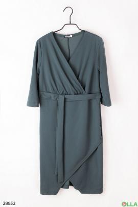 Зелёное платье с поясом