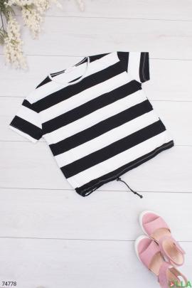 Женская черно-белая футболка в полоску