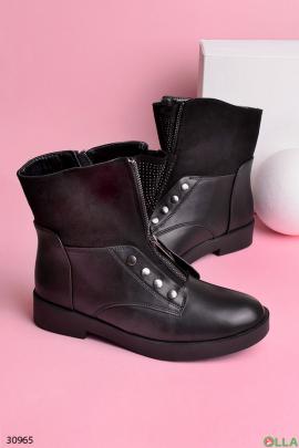 Женские ботинки с заклепками и стразами