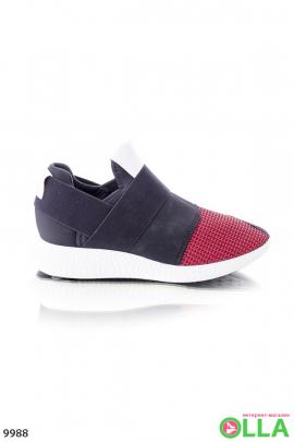 Кроссовки черные с красным носком