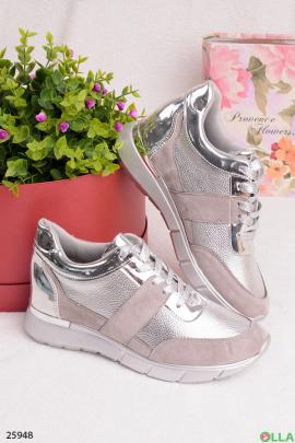 Серые кроссовки с серебристыми вставками