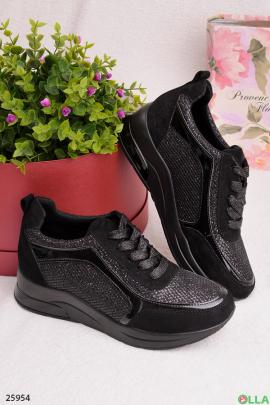 Женские кроссовки черного цвета