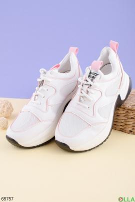 Женские светло-розовые кроссовки на шнуровке