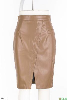 Женская юбка пудрового цвета из эко-кожи