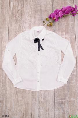 Блузка белого цвета с бантиком