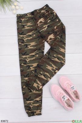 Женские спортивные брюки в камуфляжный принт