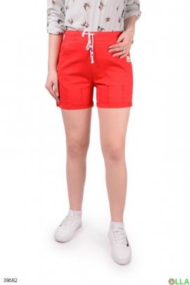 Женские красные шорты