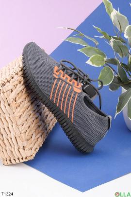 Мужские серые кроссовки на шнуровке