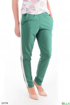 Зеленые брюки с лампасами