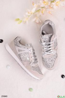 Стильные кроссовки серебристого цвета