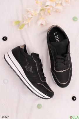 Черные кроссовки со звездой