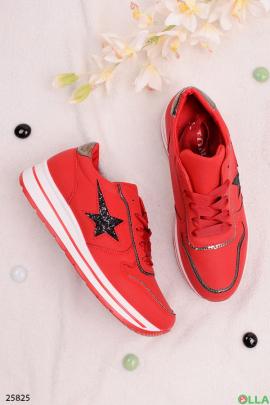 Красные кроссовки со звездой