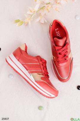 Красные кроссовки с золотыми вставками