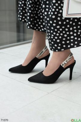 Женские черные босоножки из эко-замши на каблуке