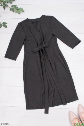 Женское черное платье с поясом