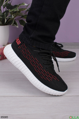 Женские черно-красные кроссовки