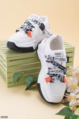 Женские белые кроссовки с надписями