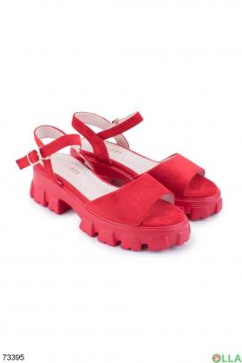 Женские красные босоножки на платформе