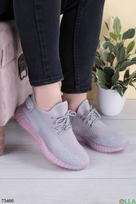 Женские серо-розовые кроссовки на шнуровке