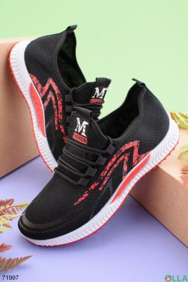 Мужские черные кроссовки с красной вставкой