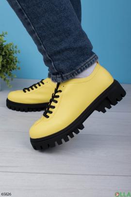 Женские желтые туфли из эко-кожи с зубчатой подошвой