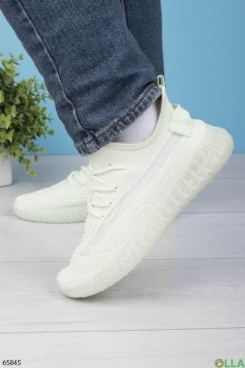 Женские салатовые кроссовки на шнуровке