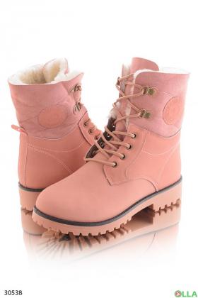 Розовые ботинки на шнуровке