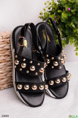 Черные босоножки с бусинами