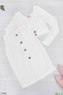 Женский белый трикотажный юбочный костюм